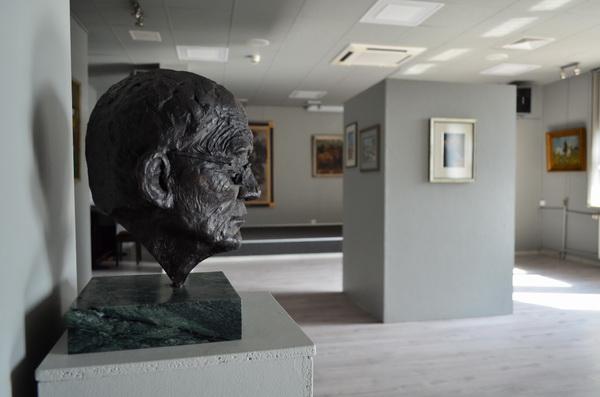 Wystawa prac prof. Ludwika Maciąga w Bibliotece Miejskiej w Wyszkowie